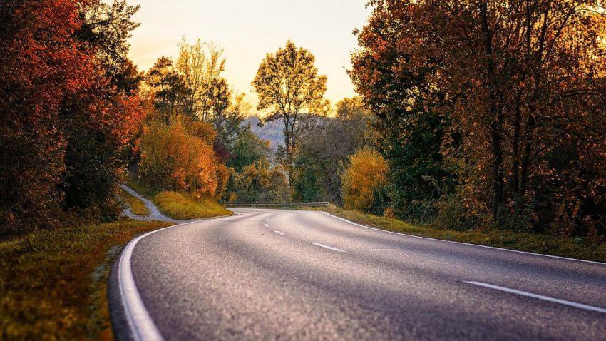 Autofahren im Herbst: Das ist zu beachten