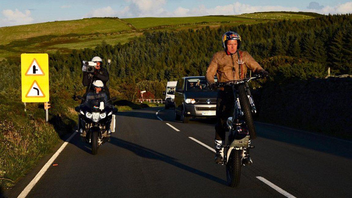 60 Kilometer-Wheelie: Die Isle Of Man auf dem Hinterrad
