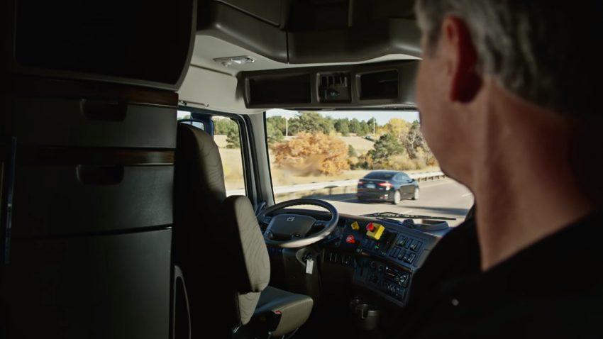 selbstfahrendes bier erste lieferung mit autonomem lastwagen. Black Bedroom Furniture Sets. Home Design Ideas