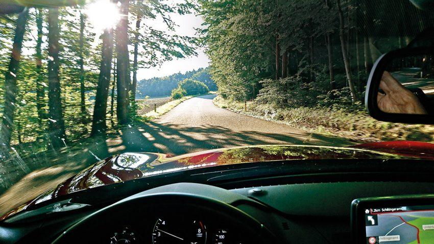 Unterwegs im MX-5: Hyperbeln der Glücksverheißung