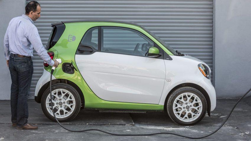 Der smart fortwo ist eines der kleinsten Elektroautos am Markt