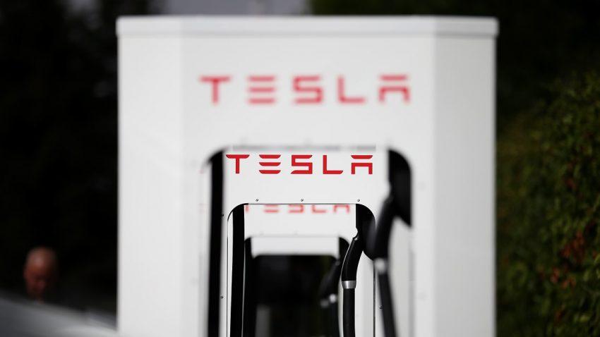 Autobauer planen europaweit Schnellladestationen für E-Autos