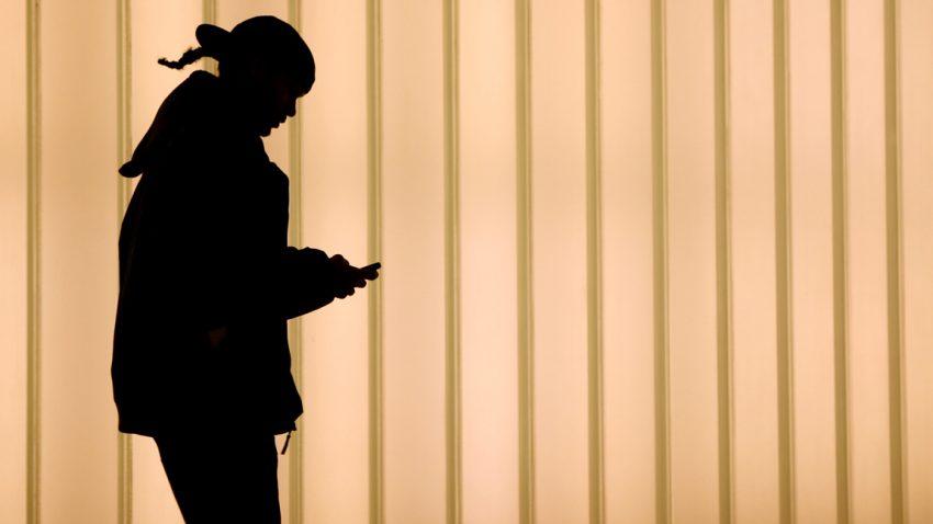 smartphone-strassenverkehr-unfall