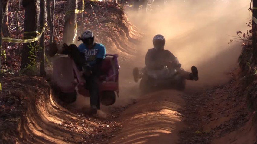 Alle Jahre wieder: Extreme Barbie Jeep Racing
