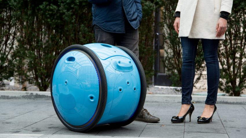Piaggio entwickelt selbstfahrende Transportbox