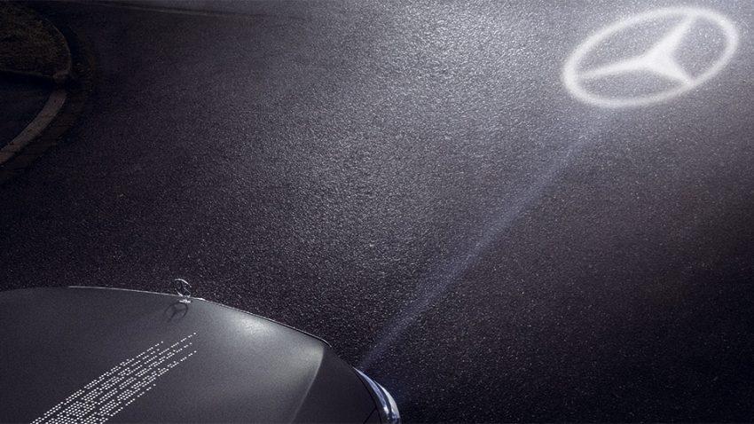 Mercedes fährt vor