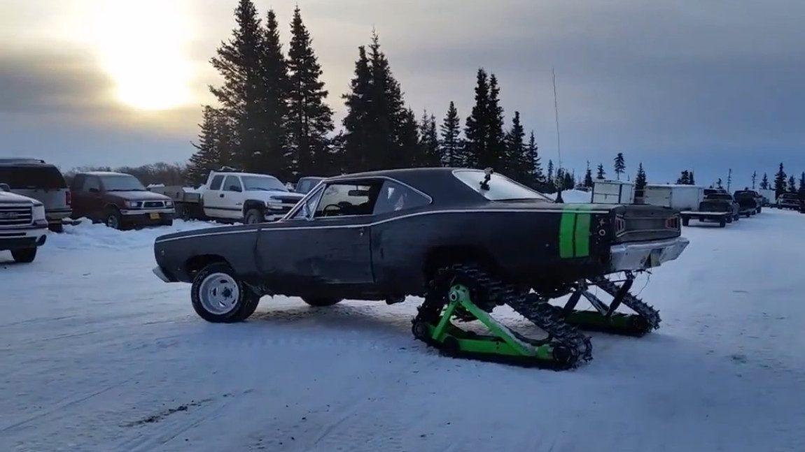 Dieser Dodge Coronet ist ein ungewöhnliches Schneemobil