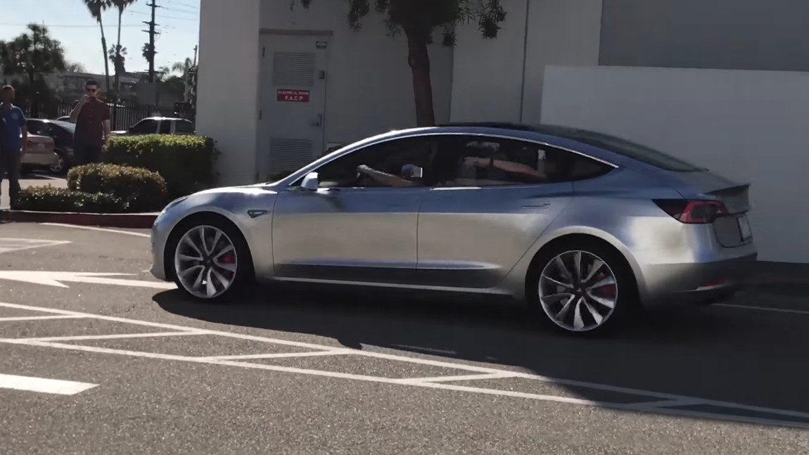 Video: Tesla Model 3-Prototyp gesichtet