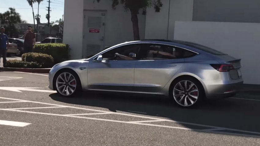 Video: Tesla Model 3-Prototyp gesichtet