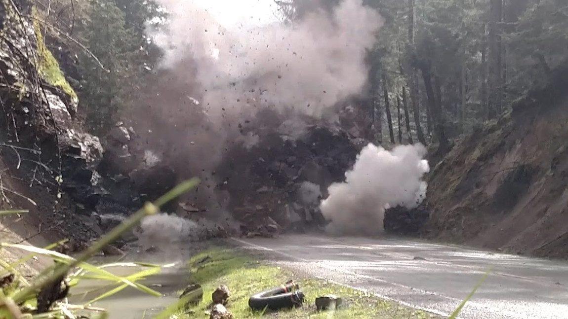 Wie man einen 200 Tonnen schweren Fels von der Straße entfernt