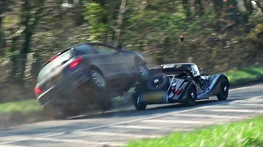 Morgan 4/4 vs. Peugeot 206