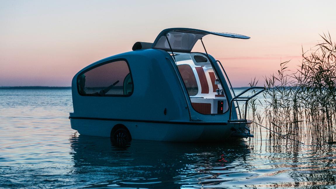 dieser wohnwagen kann schwimmen. Black Bedroom Furniture Sets. Home Design Ideas