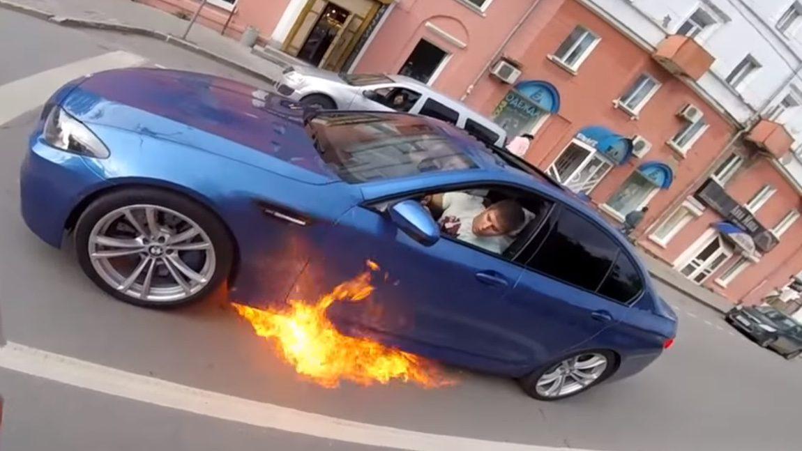 Hey, dein BMW brennt!