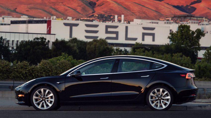 Tesla zeigt erstes Serien-Model 3 - inklusive Video!