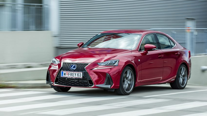 Lexus IS 300h F Sport: Kanten geschliffen, Profil zugespitzt