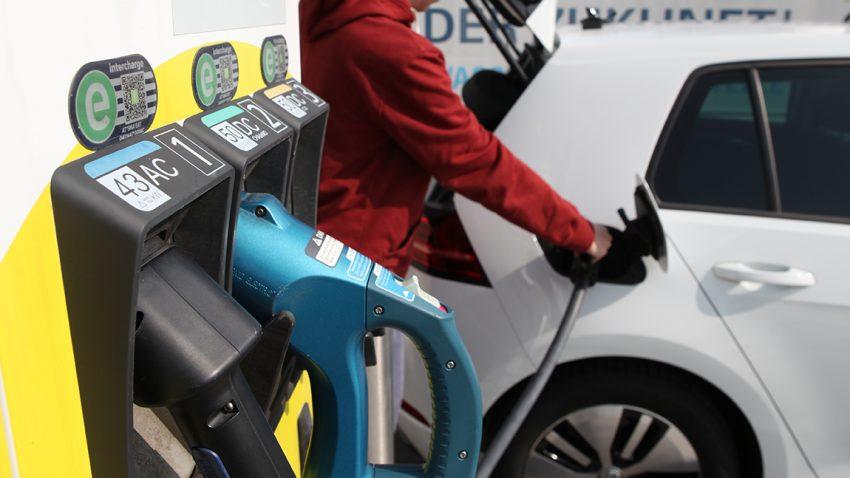 Welche Kosten kommen auf Elektroautofahrer zu?