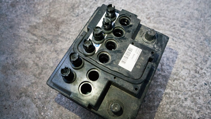 Wie wird die Autobatterie richtig gepflegt?
