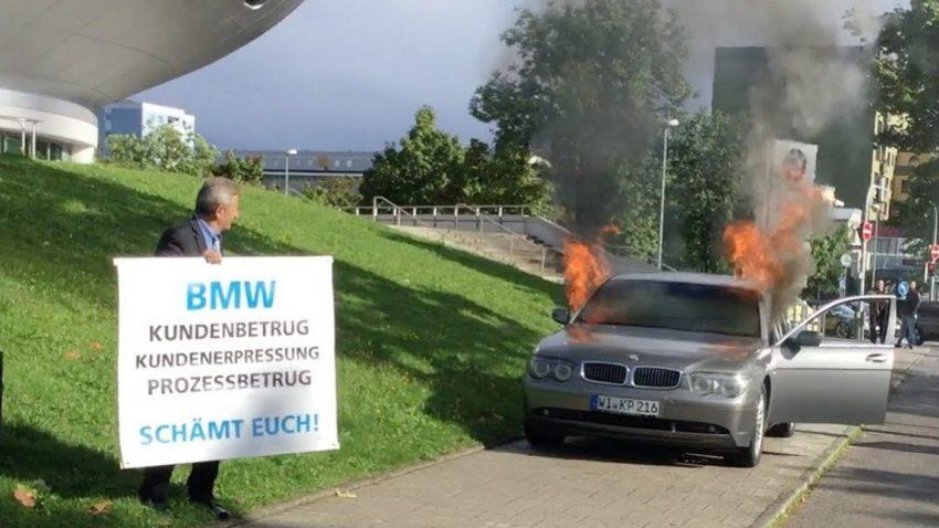Wütender Autobesitzer protestiert gegen BMW - indem er seinen eigenen 7er abfackelt