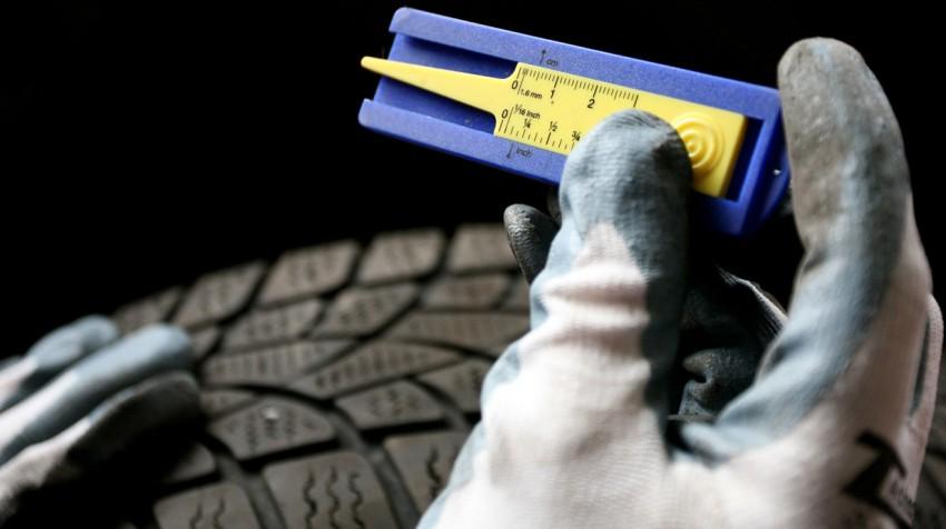Reifen Profil Mit 1 Euro Münze Messen Autorevueat