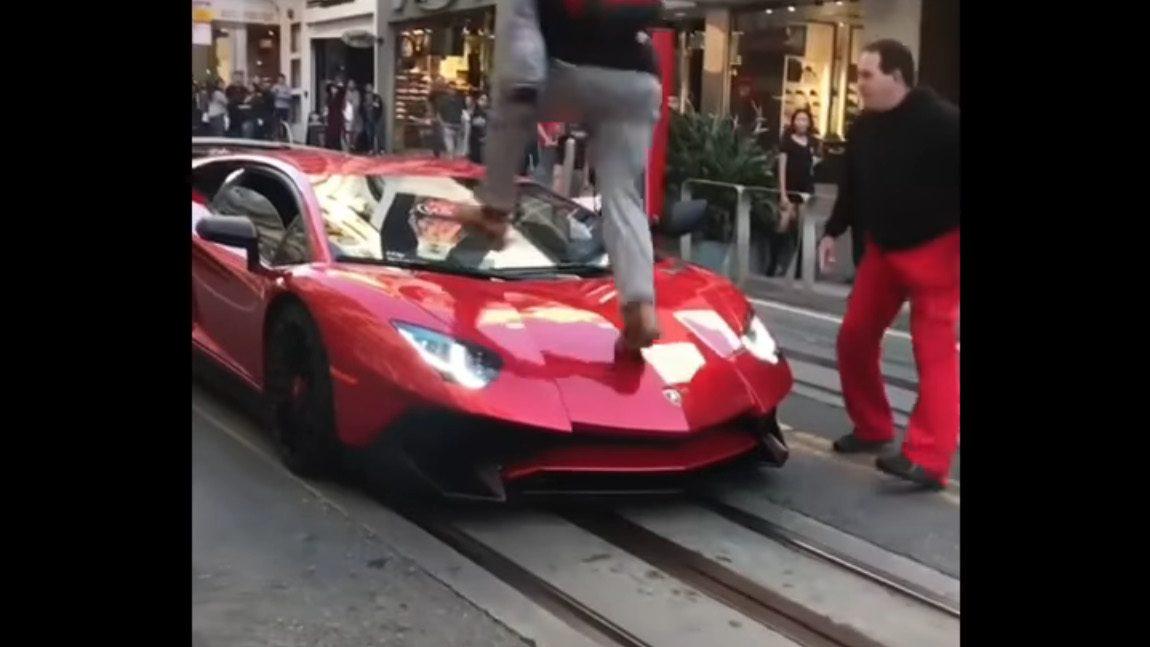 Bitte nicht am Lamborghini laufen!