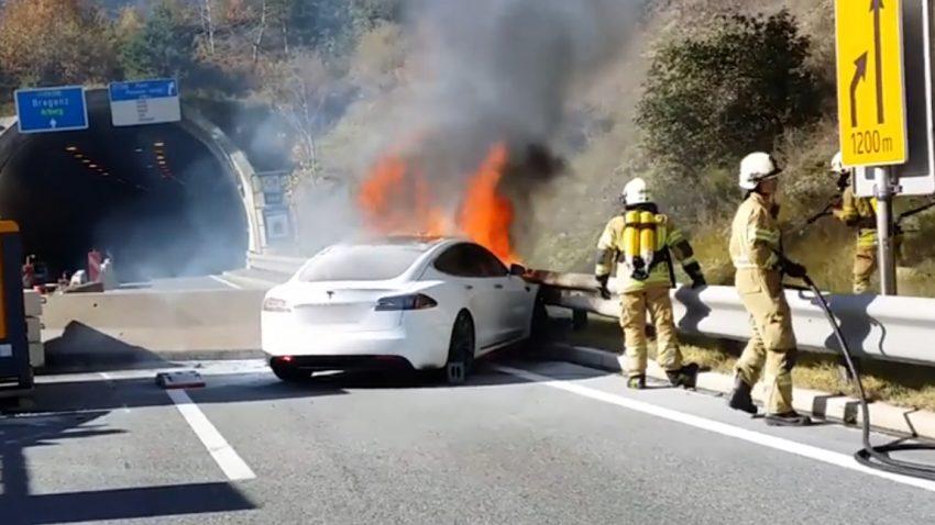 Tesla-Brand in Tirol: Wie die Feuerwehr ein brennendes Model S löschte