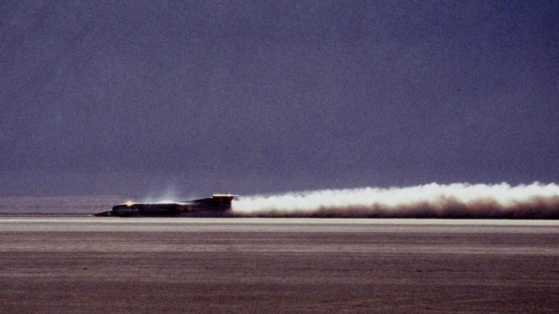 So schwierig ist es, ein Auto auf 1.227,985km/h zu beschleunigen