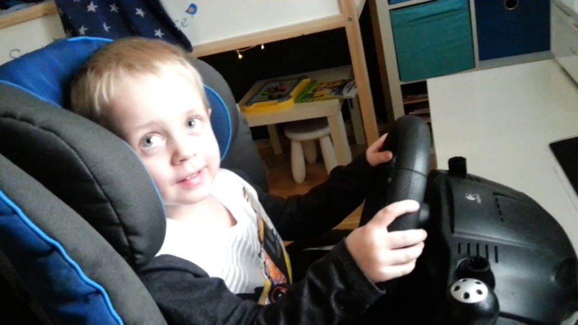 Dieser Dreijährige spielt DiRT Rally wie ein Profi