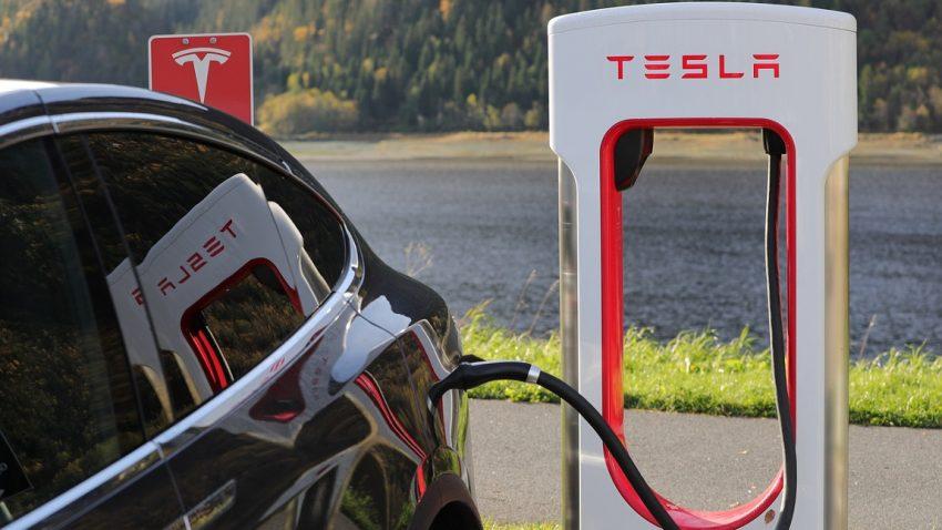 Warum ein angeblich von Daimler gemietetes Tesla Model X in Deutschland für Aufregung sorgt
