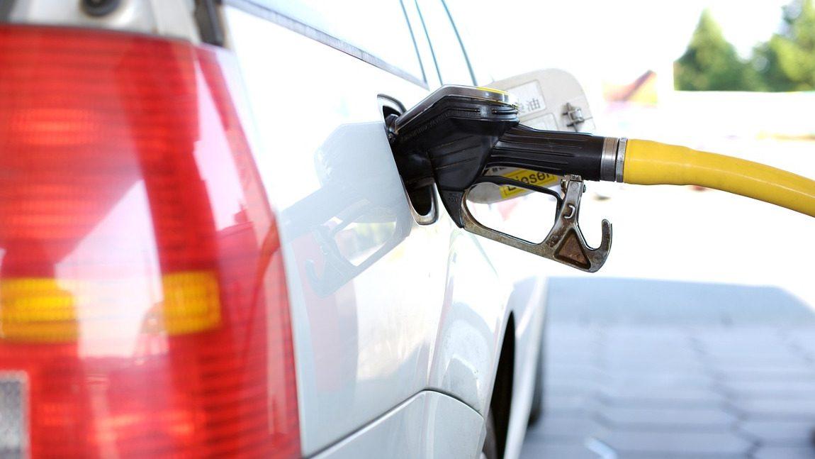 In Oregon ist es Tankstellen-Kunden jetzt erlaubt, ihr Auto selbst zu betanken - doch viele Einwohner sind alles andere als begeistert