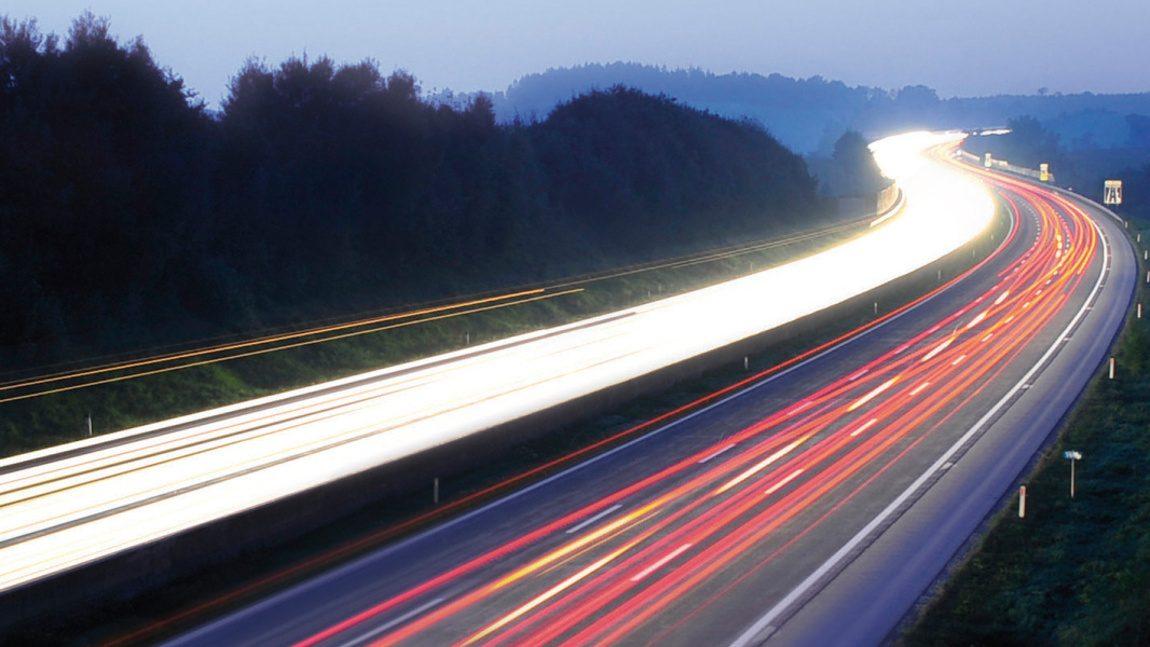 Bis Ende 2018 gibt es alle 100 Kilometer eine Schnellladestation