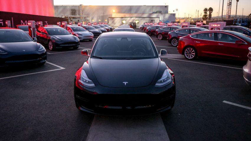 Tesla verfehlt Model 3-Produktionsziele - Aktie brach deutlich ein