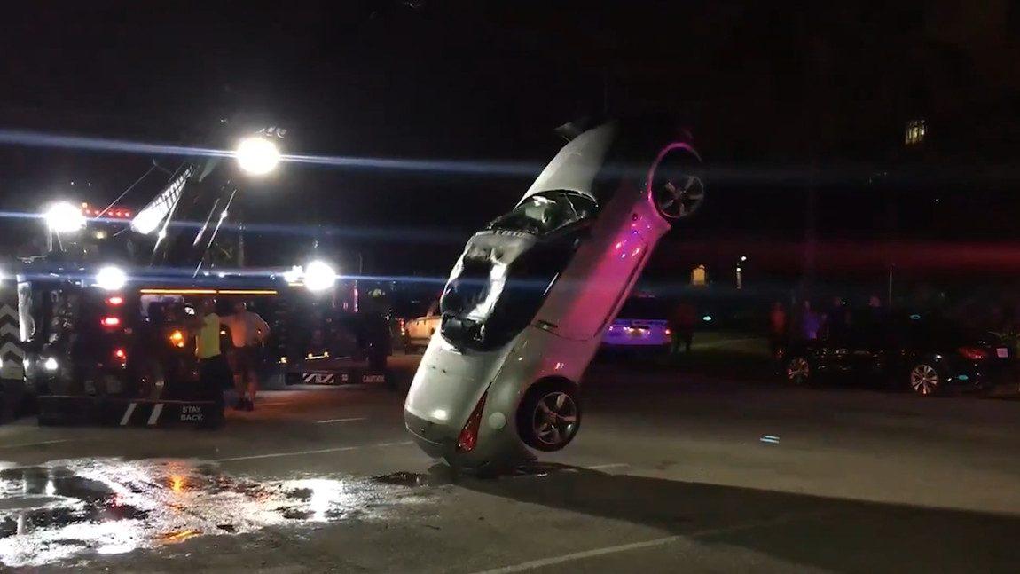 Für diesen Nissan 350Z endete der Streit um einen Parkplatz im Kanal