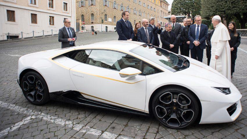 Päpstlicher Lamborghini Huracán für 715.000 Euro versteigert