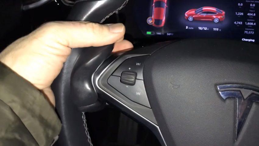"""Der """"Autopilot Buddy"""" ist das dümmstmögliche Accessoire für euren Tesla"""
