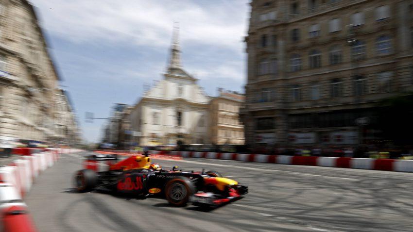 Mit dem Formel 1-Auto durch Budapest