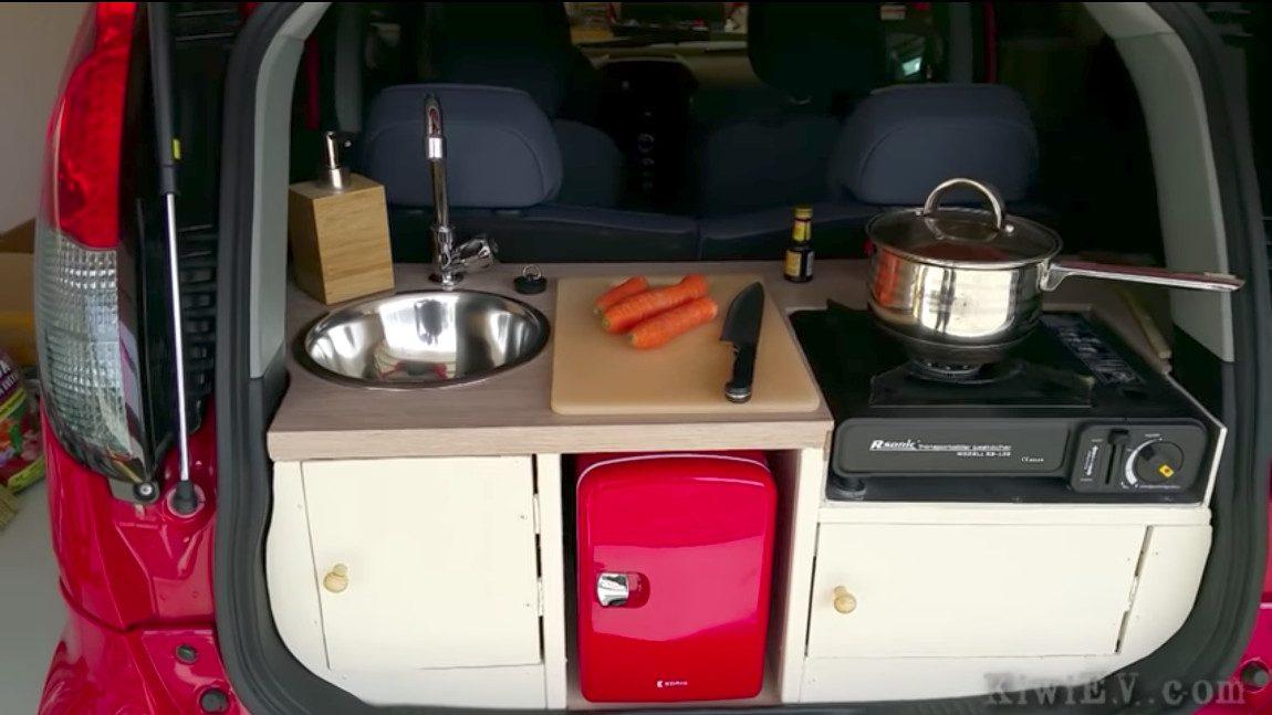 Kei-Car mit Küche im Kofferraum