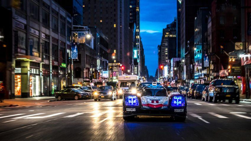 Porsches 919 LMP1-Rennwagen auf den Straßen von Manhattan