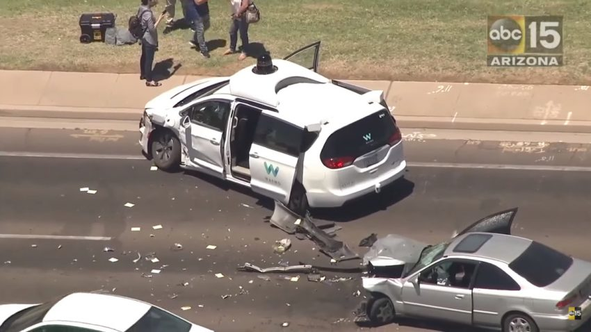 Selbstfahrender Waymo-Minivan in Unfall involviert - aber schuldlos