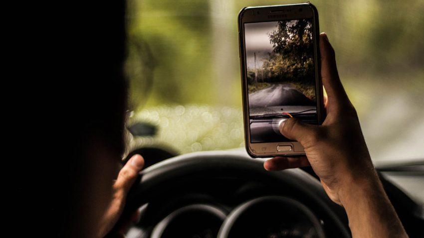 Wovon Autofahrer sich vom Straßenverkehr ablenken lassen