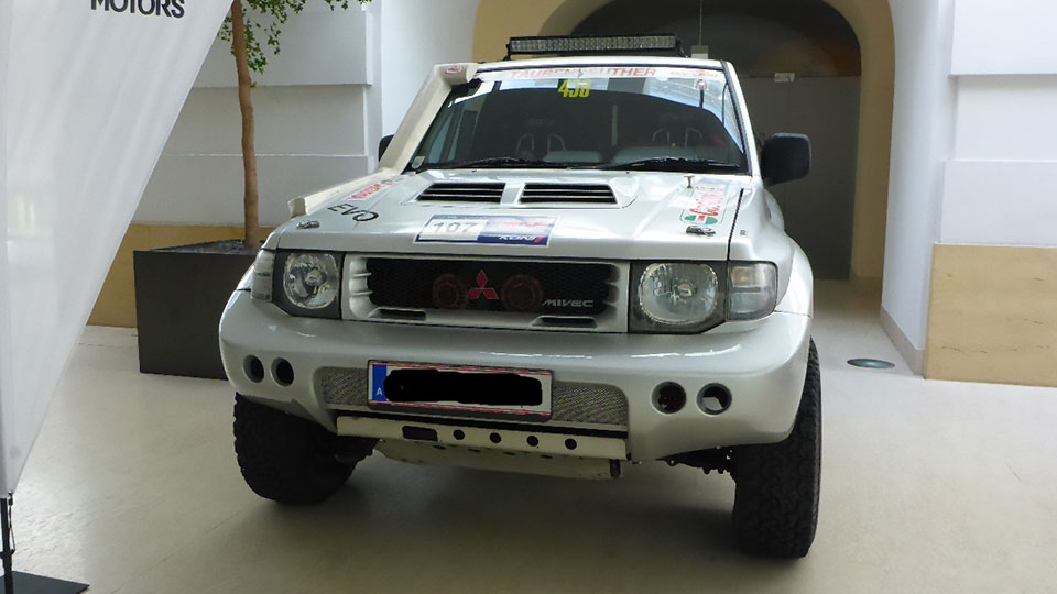Gebrauchtwagenmarkt mitsubishi pajero evolution 3 5l zum for Garage mitsubishi paris