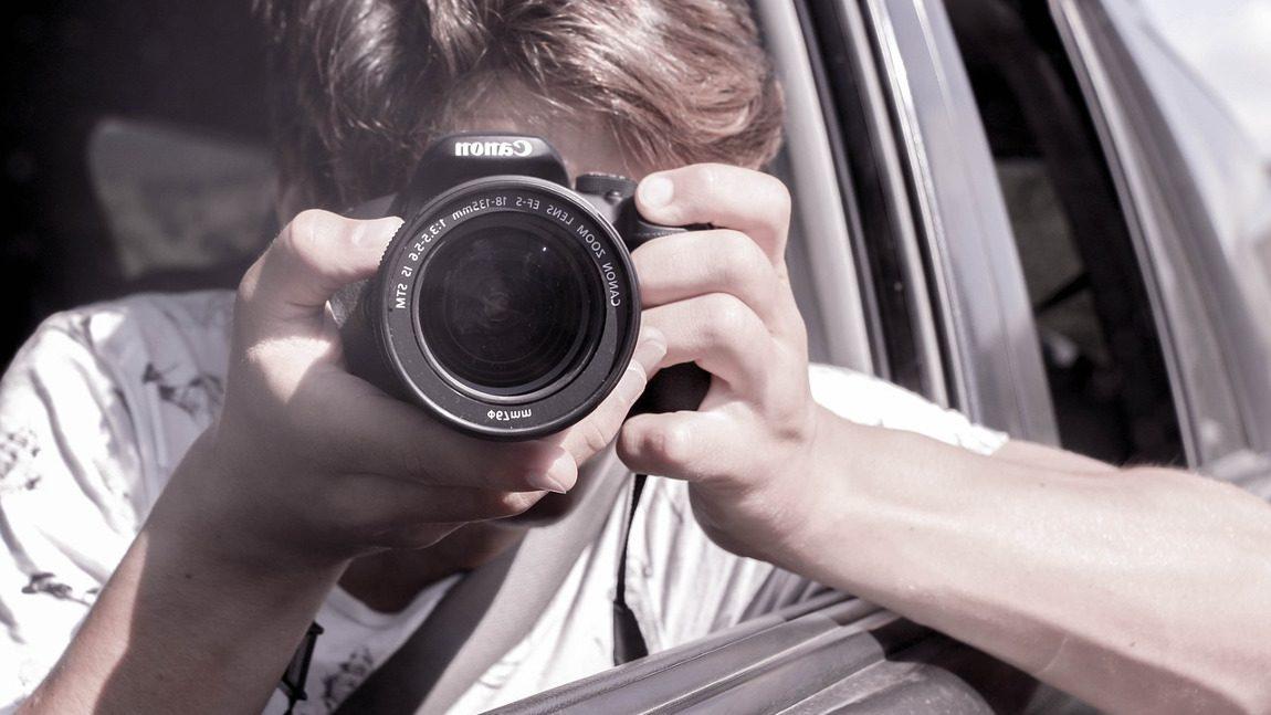 Umfrage: Jeder dritte Österreicher hat bereits während der Autofahrt fotografiert oder gefilmt