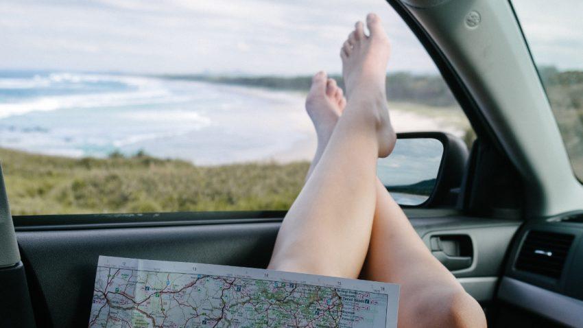 Warum man mit Flip-Flops, Badeschlapfen und Co. auf keinen Fall Auto fahren sollte