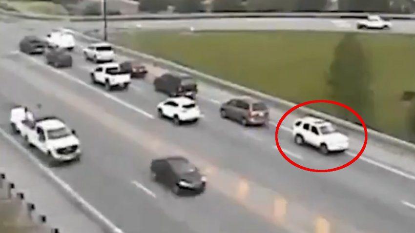Niemand weiß, wieso dieses Auto nur rückwärts fährt