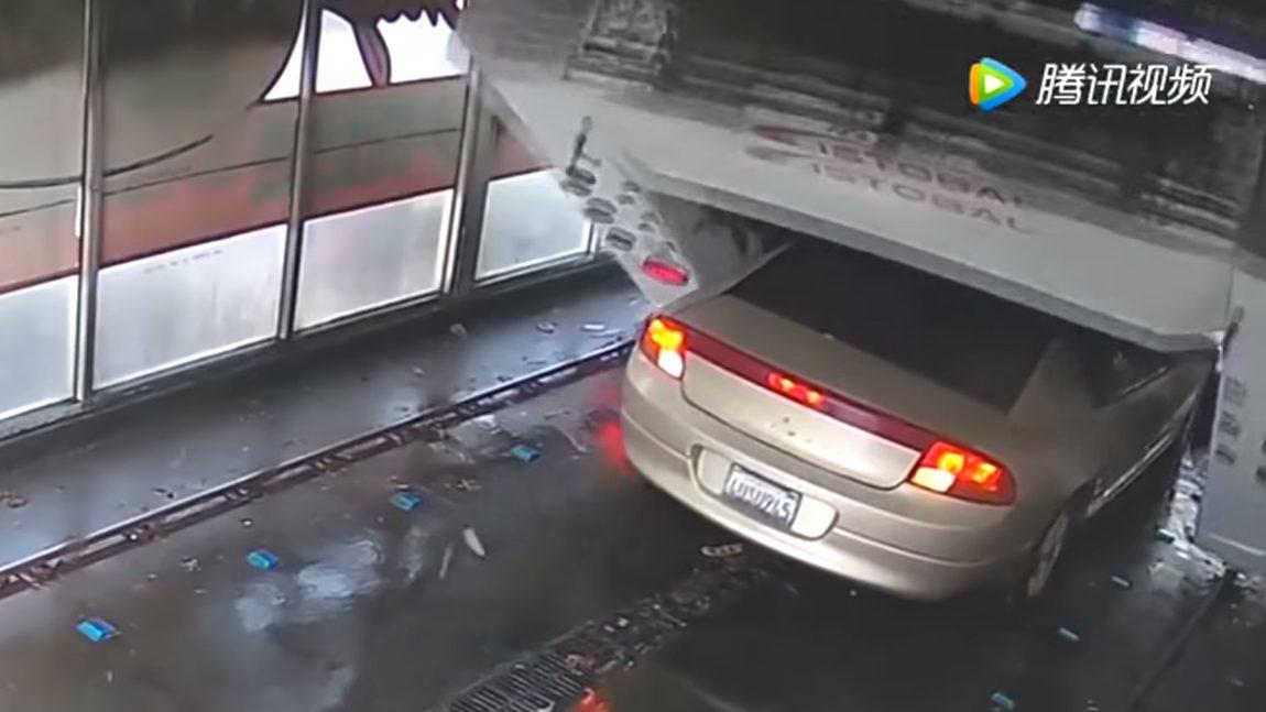 Dieser Zwischenstopp in der Autowaschanlage endet in einer kleinen Katastrophe