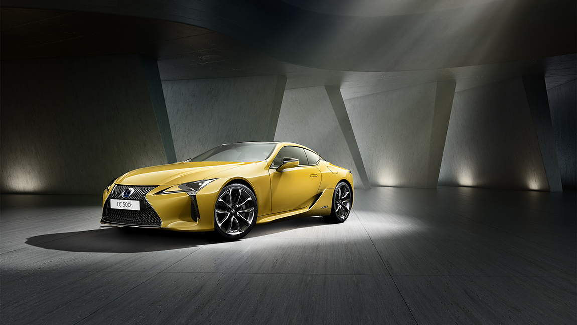 lexus lc yellow edition farbenfroher autosalon in paris. Black Bedroom Furniture Sets. Home Design Ideas