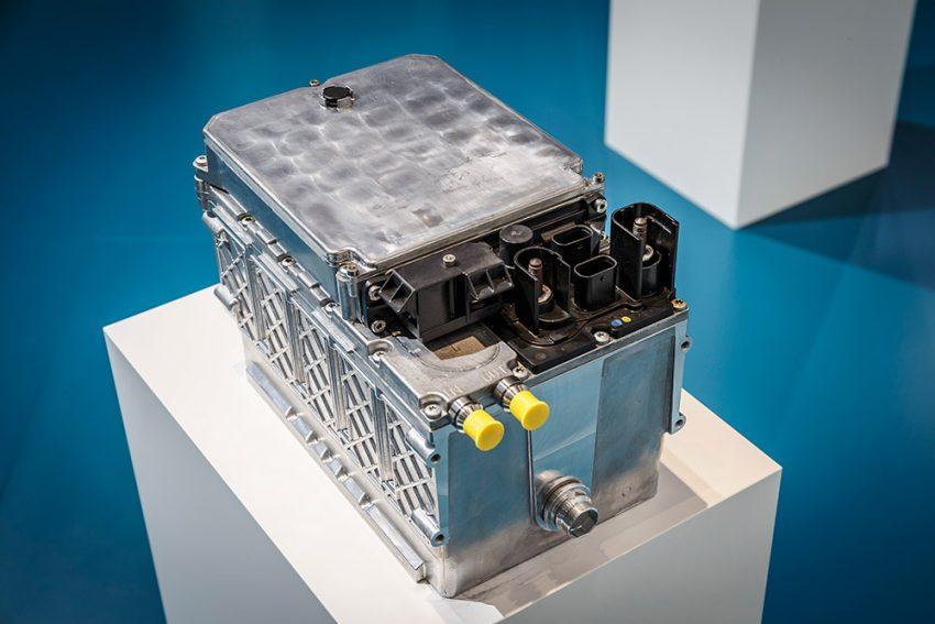 Die 48-Volt-Batterie wird in Lithium-Ionen-Technik ausgeführt und hat einen Energieinhalt von etwa 1,5 kWh.