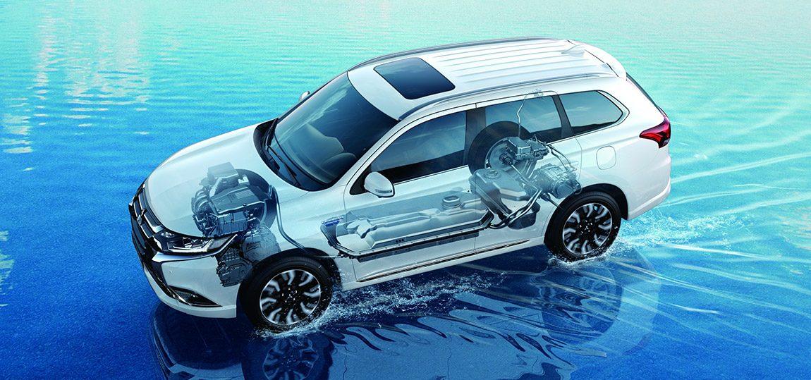 MITSUBISHI OUTLANDER PHEV (Plug In Electric Vehicle): Ähnlich wie der Opel Ampera und der Hybridantrieb von Toyota besitzt er kein eigentliches Übersetzungsgetriebe, sondern variiert über einen Elektromotor den Kraftfluss zwischen Antriebsrädern und Verbrennungsmotor, der vorwiegend dann arbeitet, wenn der Elektromotor einen groben Nachteil hätte, etwa auf der Autobahn. Ein zusätzlicher Elektroantrieb an der Hinterachse macht aus dem Fronttriebler einen Allradler.