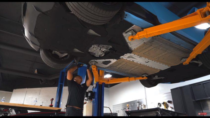 So mühsam ist der Ölwechsel bei einem Lamborghini Huracán
