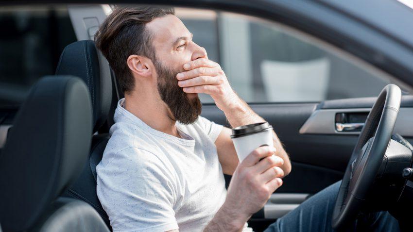 Was hilft wirklich gegen Müdigkeit beim Autofahren?