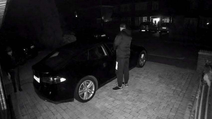 Tesla-Diebstahl mit Tablet - und einem kuriosen Problem